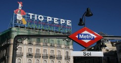 Puerta del Sol: Apple vs Tio Pepe